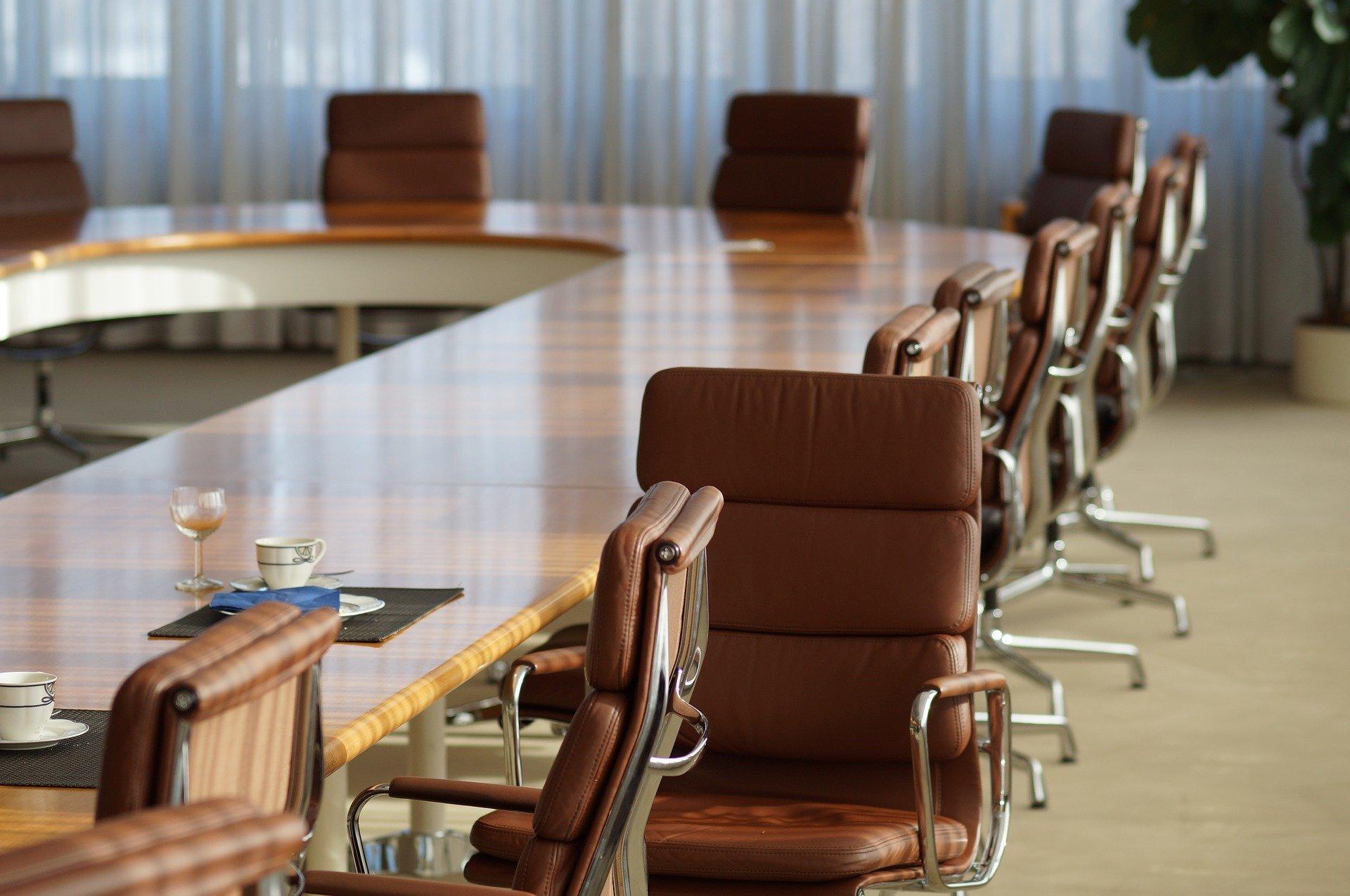 Leerer Sitzungssaal